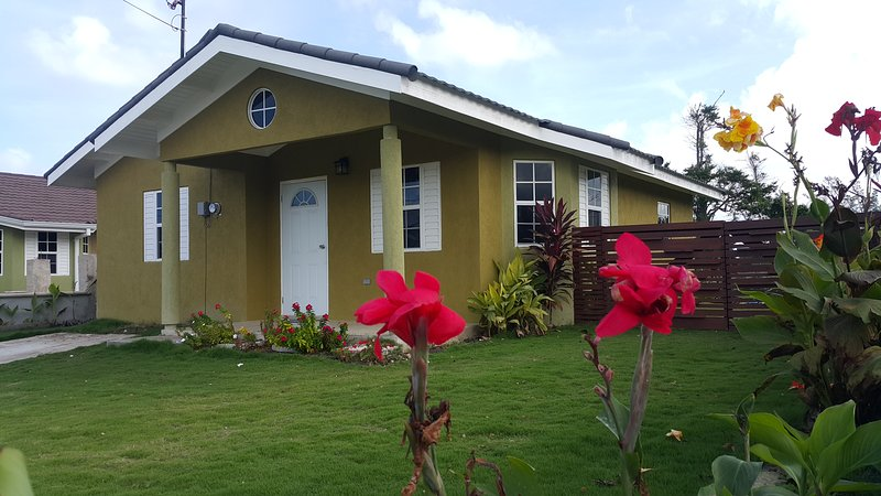 Island Vibz Villa- Ocho Rios, location de vacances à Baie de Sainte-Anne