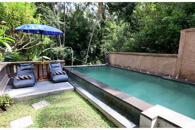great out door pool