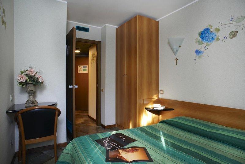 Bilocale con garage in struttura 4 stelle, holiday rental in Monno
