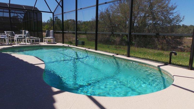 Vista a la piscina de la propiedad