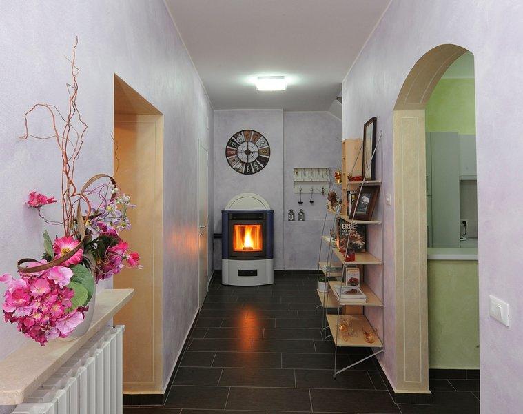 Appartamento nel verde Dimora del Riccio con tre camere e tre bagni, holiday rental in Sorisole