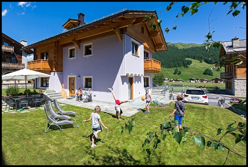 'Galet Mountain Chalet' XL **** 4 camere 3 bagni Bagno turco, 7/9 pax - Garage, holiday rental in Livigno
