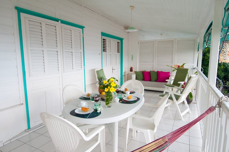 the dining area and living room on the terrace.