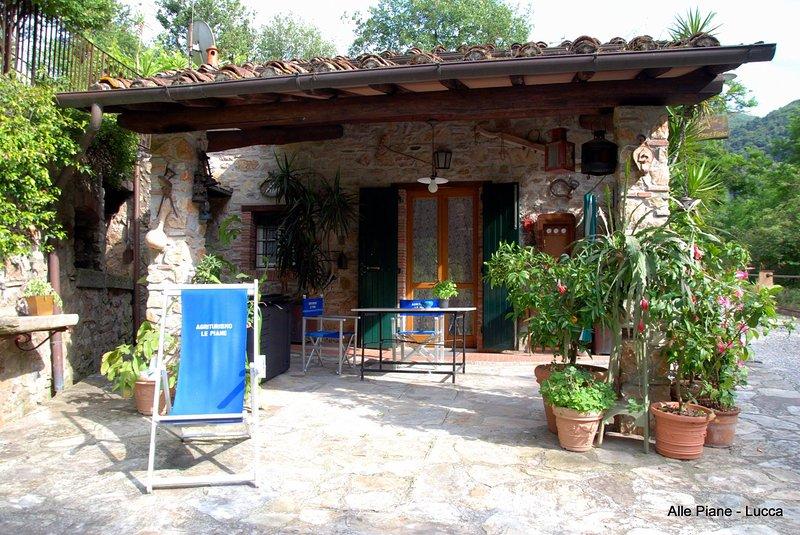Il portico del casale con barbecue per il pranzo o la cena sotto le stelle
