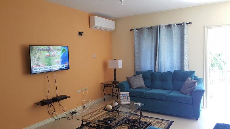 Apt 12, Executive Suites - Palms of Ottawa, vacation rental in Gordon Town