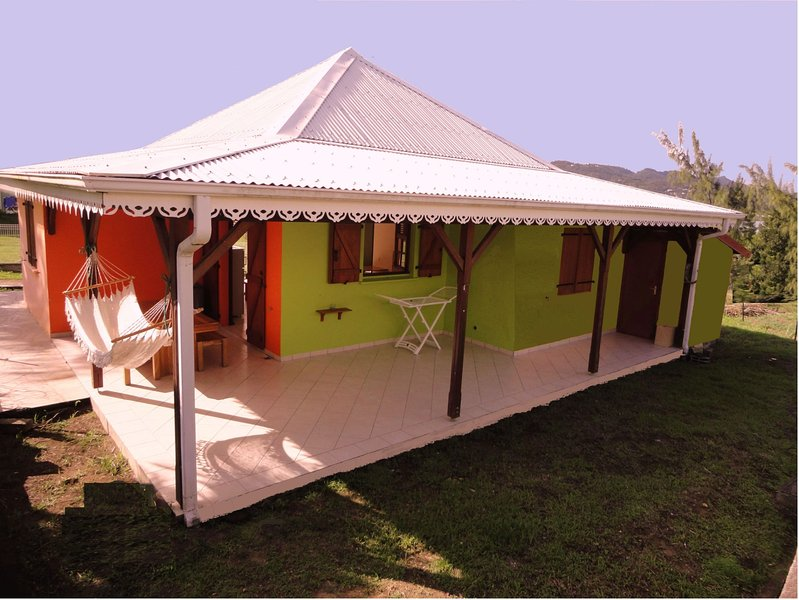 VILLA CREOLE (300M DE LA PLAGE), vacation rental in Sainte-Anne