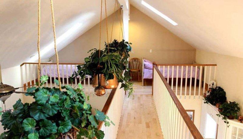 2 twin beds in sleeping loft