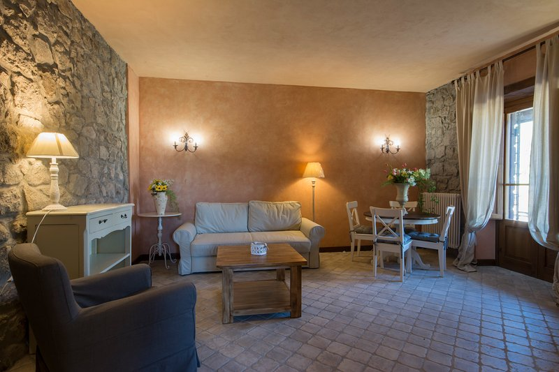 CASA LEONARDO: COSY AND RELAXING COUNTRY HOUSE, vacation rental in Montefiascone