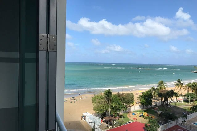 Beautiful Modern Apartment - Isla Verde  Ocean Views- Direct Access to the Beach, holiday rental in Isla Verde