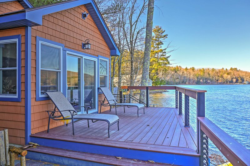 This lakefront 2-bedroom, 1-bath cottage comfortably sleeps 4.