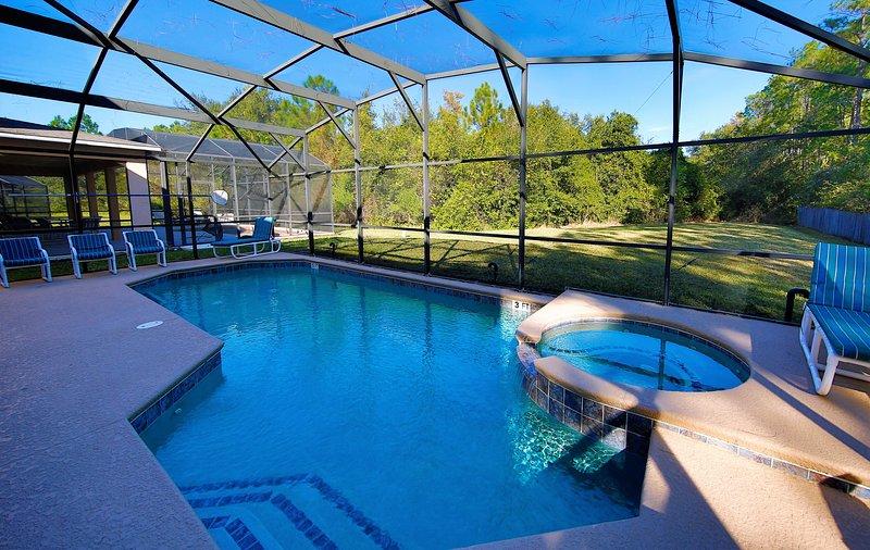 Backyard Huge w / Pool / Spa