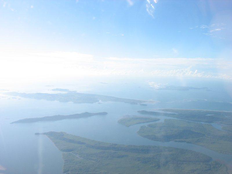 L'île maigre ong est Isla Boca Chica (Muertos anciennement) Le parc marin est juste au-delà de la baie.