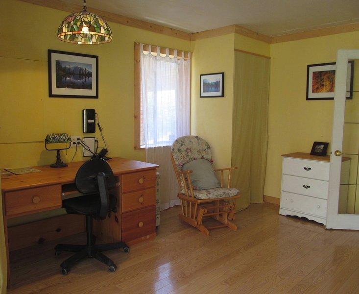 Sustainable living in sunny cottage, aluguéis de temporada em Roberts Creek