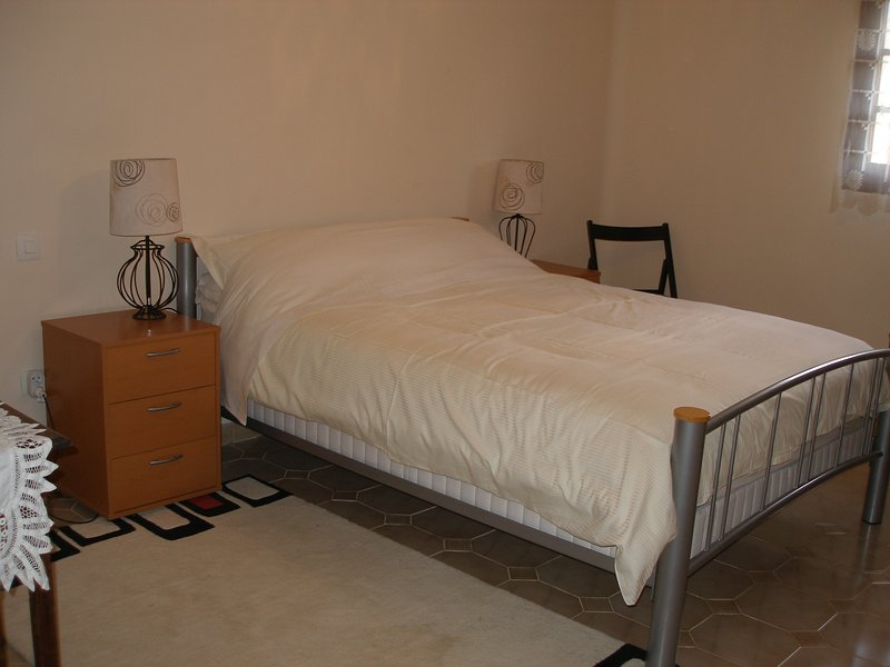 Les Crecerelles Double Room Ensuite, vacation rental in Montayral