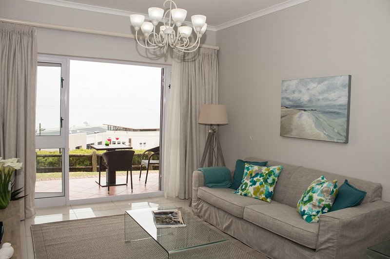 Light, bright and THE most relaxing room in Port Elizabeth!.