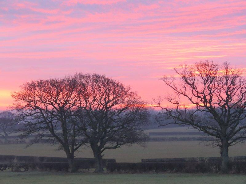 Une belle Sunrise prise de la façon dont la porte