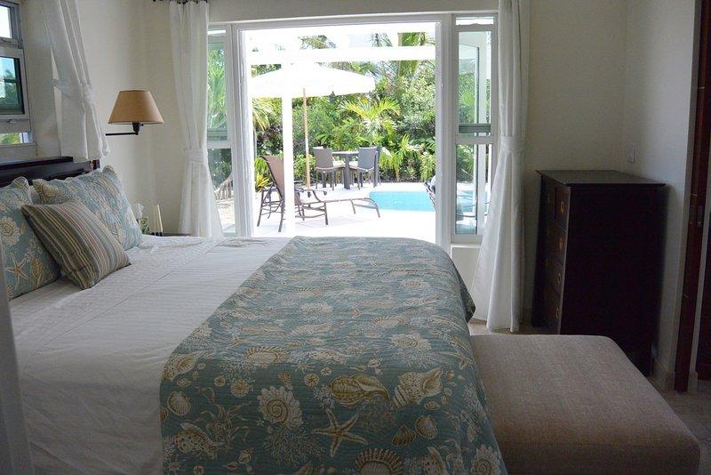 Rey dormitorio - vista hacia la piscina