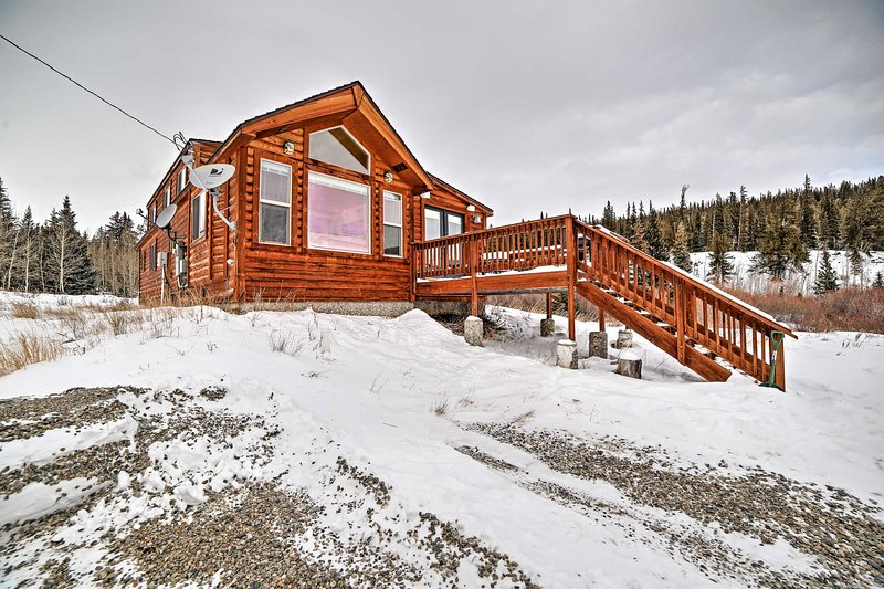An unforgettable mountain retreat awaits you at this splendid 2-bedroom, 1-bathroom vacation rental cabin!