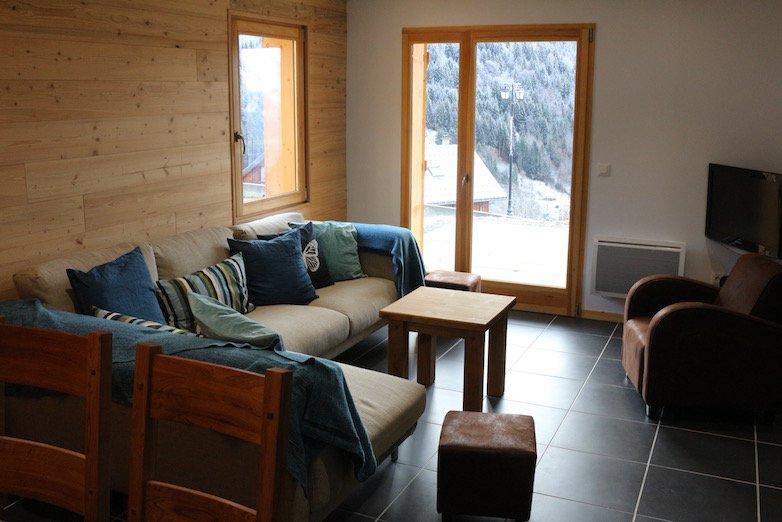 Otra vista de la sala de theLiving que da a las montañas