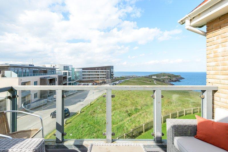 Sunny balcony - fabulous views!