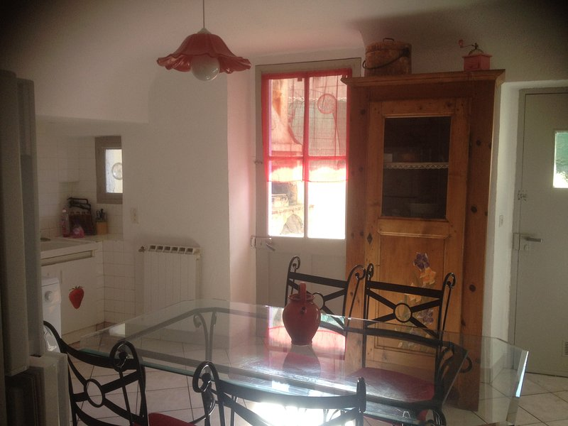 Spacious house with terrace & Wifi, holiday rental in Le Teil