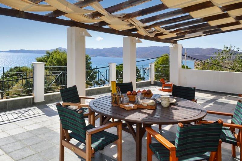 Amazing villa with sea view & Wifi, alquiler vacacional en Karystos