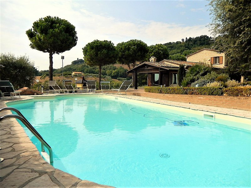 Amazing villa with swimming-pool, vacation rental in Fano