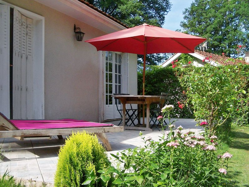 Amazing house with shared pool, vacation rental in Marval