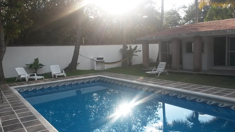 Home with private swimming pool, holiday rental in Tequesquitengo