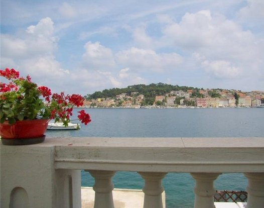 Apartment with sea view, casa vacanza a Mali Losinj
