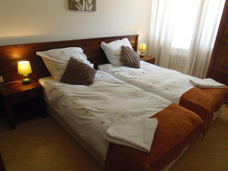 Si vous réservez pour deux, nous pouvons mettre les lits quelque chose comme ça, trois personnes qui utilisent les lits superposés.