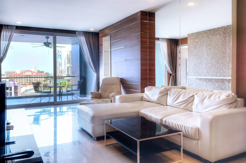 Best in the Heart of Pattaya luxury Suite 114 sq.m. Hall, 3 bedrooms, 3 toilets – semesterbostad i Pattaya