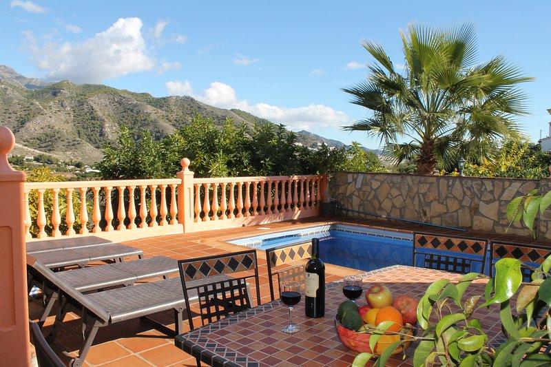 VILLA NURIA+WIFI+PISCINA PRIVADA, playa a  5 minutos, holiday rental in Frigiliana
