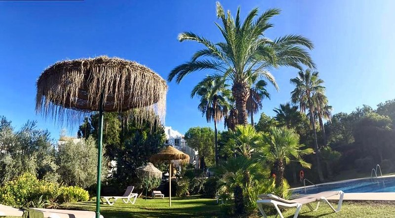 LA QUINTA GOLF -  TRANQUIL, LUSH TROPICAL GARDENS, SURROUNDED BY MOUNTAINS, location de vacances à Benahavis