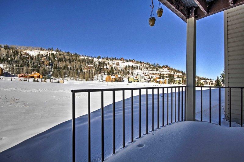 ¡Un retiro de montaña te espera en este fantástico condominio de alquiler de vacaciones en Brian Head!