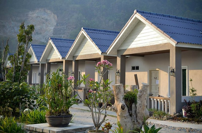 6pax - 2 units Triple Room, vacation rental in Ayer Hangat