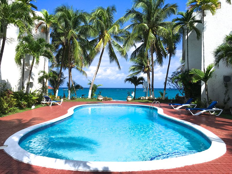 SPECTACULAR OCEAN FRONT VIEW, Wifi ,Pool, Beach,Cable TV – semesterbostad i Ocho Rios