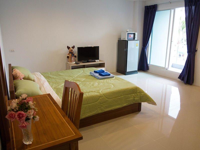 Bangkok MRT Ratchada 7 mins / Double Bedroom, vacation rental in Nakhon Sawan Province
