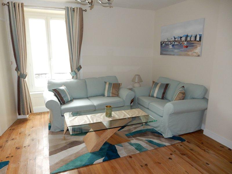 Coin salon avec des canapés confortables