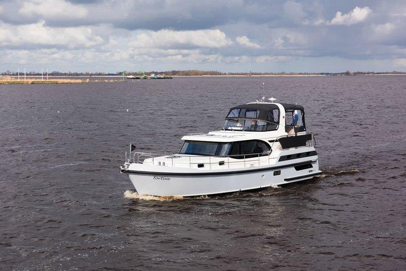 luxe motorjacht, alquiler vacacional en Wolphaartsdijk