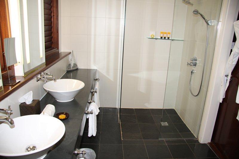 Banho 1 (casa de banho 2 é idêntica)