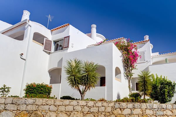 Attractive townhouses 5 mins walk to Carvoeiro