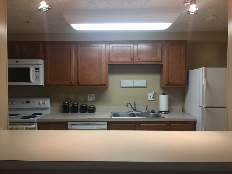 Cozy 2 bedroom condo close to NIST, NIH, and Metro Station, holiday rental in Potomac