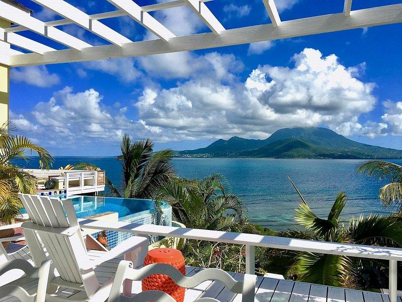Ocean Song Villa met Nevis over de Narrows. Geniet van onze spectaculaire uitzicht!