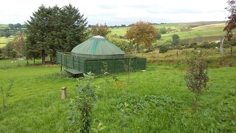 Heddwch Y Mynydd, Blanca Yurts, Llanllwni, Carmarthenshire, vacation rental in Llanybydder