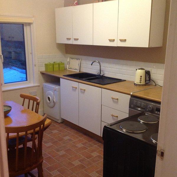 Küche mit Waschmaschine, cooker.everything Sie brauchen für Ihren Urlaub 5mtr x 3 mtr