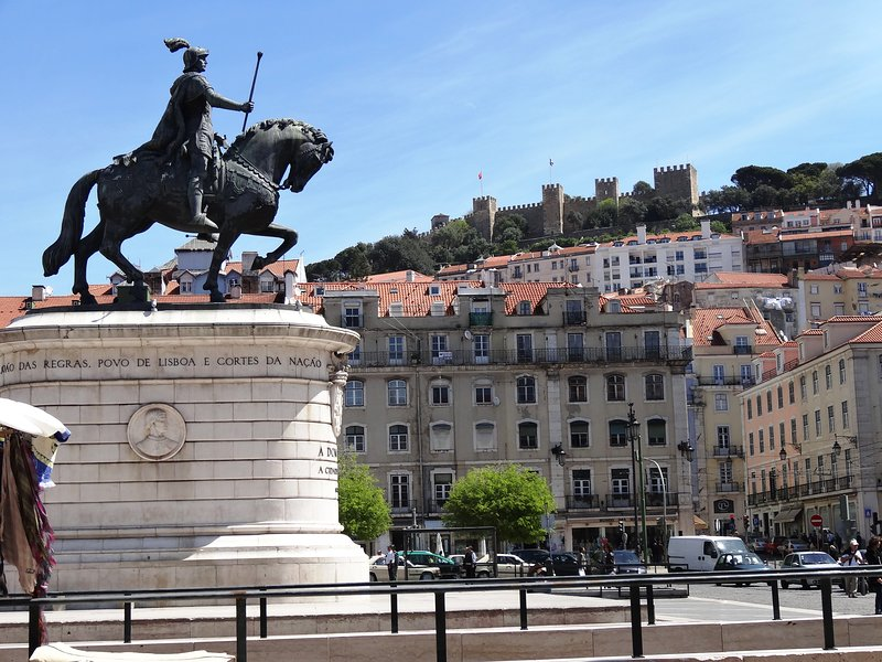Surroundings: Figueira Square at 1 minute walking, 100 meters  away