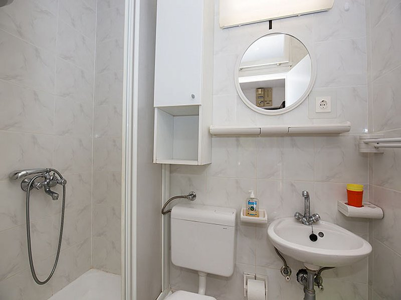 A1 (2 + 1): banheiro com vaso sanitário