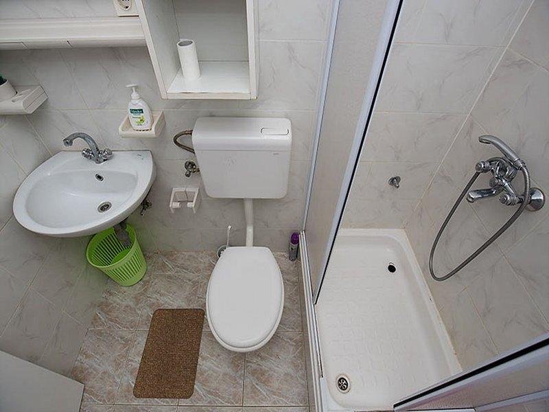A2 (2 + 1): banheiro com vaso sanitário