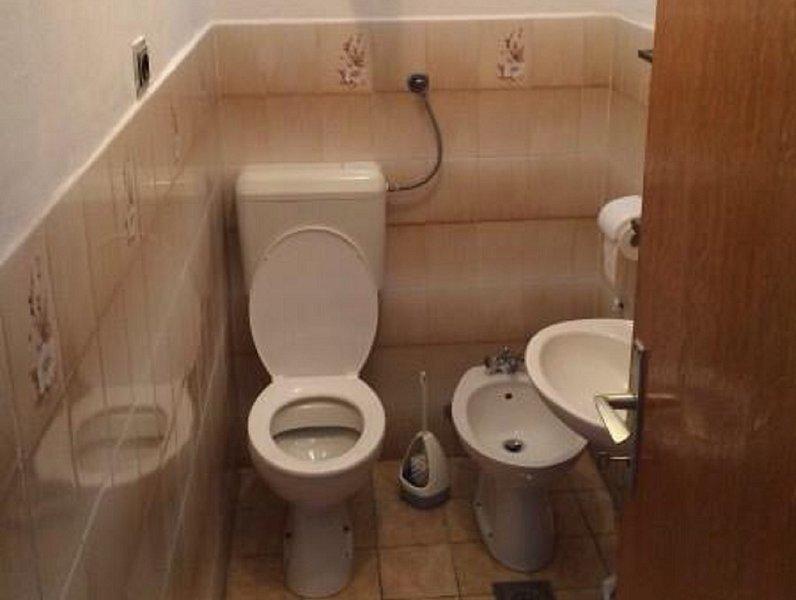 A2(5): toilet